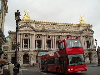 パリ市内の観光バス